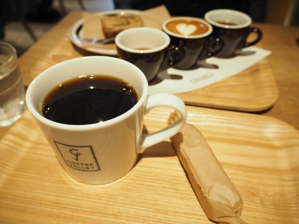 ホットコーヒーと…