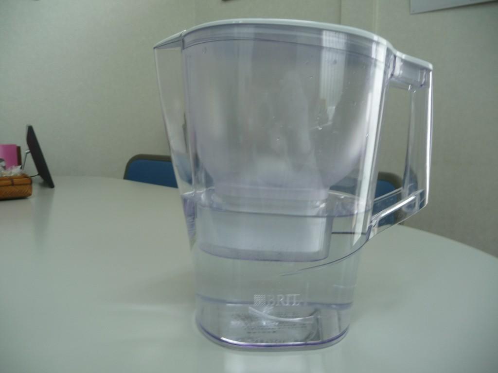 濾過された水を下部に貯めておきます