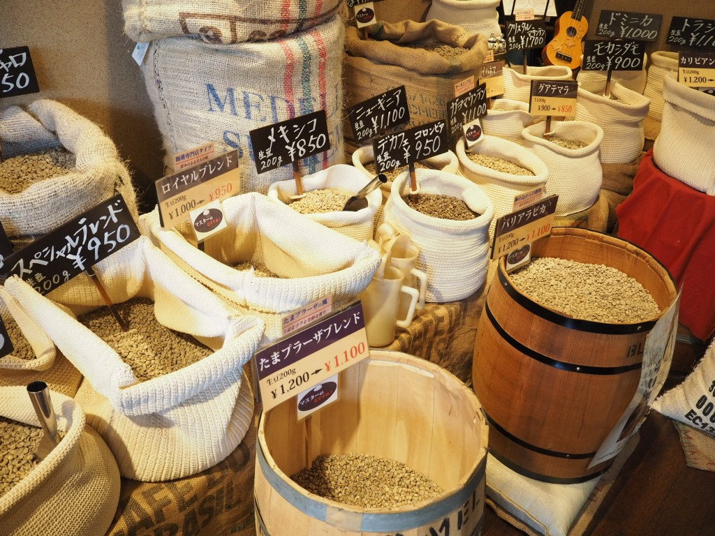 ずらりと並ぶ生豆