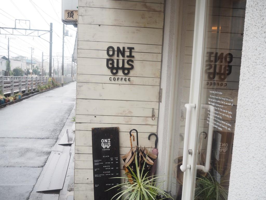 線路沿いのお店です