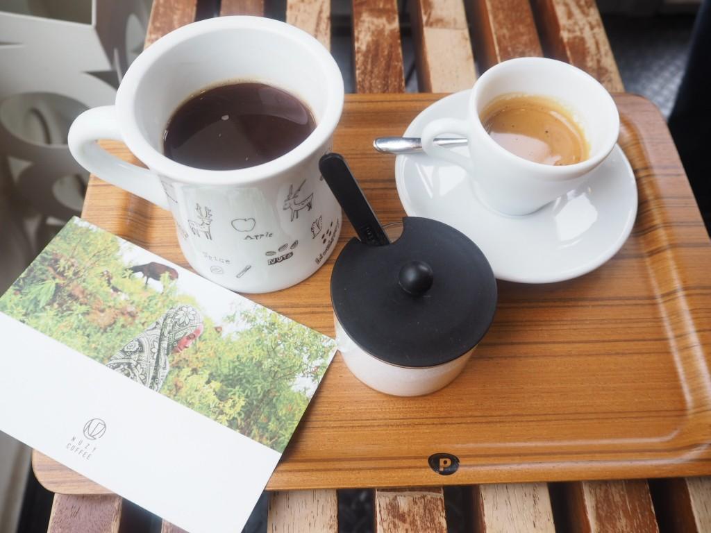 コーヒーとエスプレッソを注文